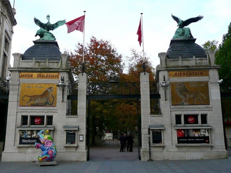 Ingang van de Zoo Antwerpen op het Koningin Astridplein
