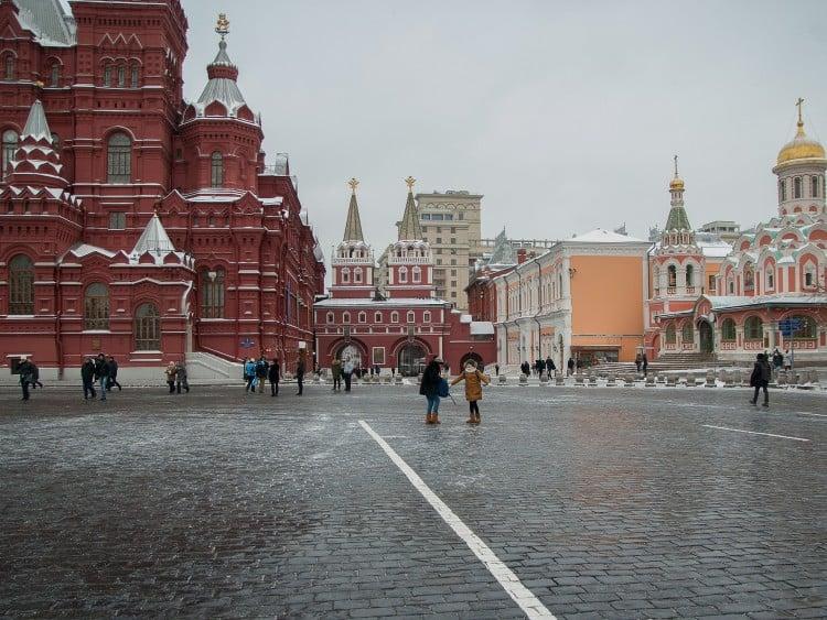 De Opstandingspoort, het Nationaal Historisch Museum en de Kazan-kathedraal staan naast elkaar op het Rode Plein