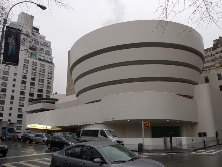 Iconische voorkant van het Guggenheim New York