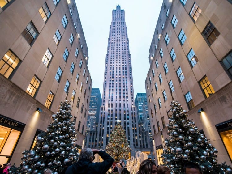 Met kerst staan er altijd groter kerstbomen en een ijsbaan op het Rockefeller Plaza
